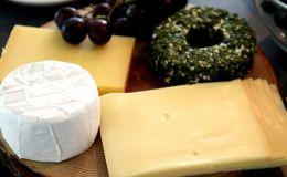 Можно ли беременной есть сыр: возможные риски и правила безопасности