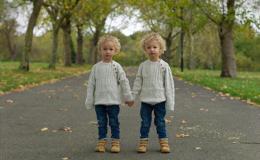 Похожие и разные: лондонский фотограф показал, какими разными бывают близнецы
