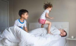 Очень правдиво: мама-фотограф покорила сеть снимками о реалиях материнства