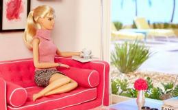 Серьезное-несерьезное хобби: мужчина-коллекционер делает своим куклам Барби свадебные платья из туалетной бумаги