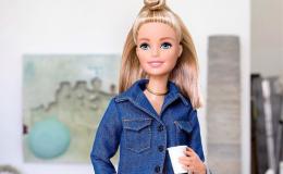 Украинская художница стирает со знаменитых кукол макияж, придавая им индивидуальность и реалистичность