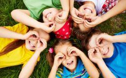 Ученые установили, как родители влияют на детскую дружбу