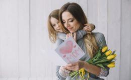 7 лучших нематериальных подарков актуальных для каждой мамы