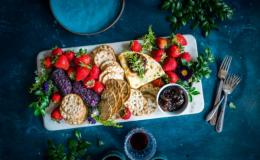 Королева ягод: 5 небанальных рецептов из клубники