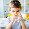 Вода из бювета, крана, фильтра. Как и сколько нужно пить в жару?