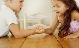 Дети постоянно соперничают. ТОП советов по разрешению конфликтов родителям
