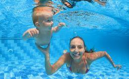 Учимся нырять и плавать: когда можно начинать?
