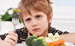 Диетолог рассказала, почему ребенок плохо ест и есть ли смысл его заставлять