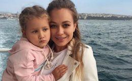 Привет из Турции: Яна Соломко с дочкой вернулась в лето