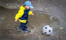 Ребенок промочил ноги: что нужно сделать и чего делать нельзя