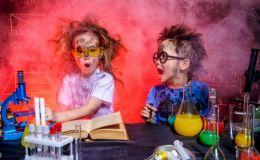 Не знаете чем занять детей? 12 захватывающих опытов дома