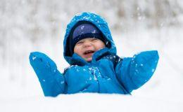 Признаки, которые укажут, что ребенок замерз на прогулке
