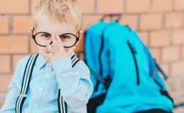 Новые правила: украинские школьники будут носить специальные жилеты