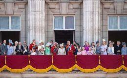 Первый выход: Кейт Миддлтон впервые вывела принца Луи в свет