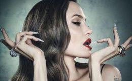 Анджелина Джоли рассказала, почему согласилась удалить обе груди