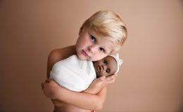Мальчики могут играть с куклами, это нормально: милая фотосессия вызвала споры