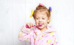 Какой должна быть зубная щетка и паста для ребенка