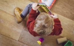 Растим маленького полиглота: 7 игрушек, которые помогут ребенку выучить языки