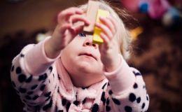 Начеку: 5 самых опасных вещей, которыми может подавиться ребенок
