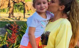 Яна Соломко показала, чему учит ее маленькая дочка