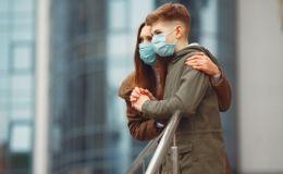 Ученые Италии рассказали, передается ли коронавирус через волосы