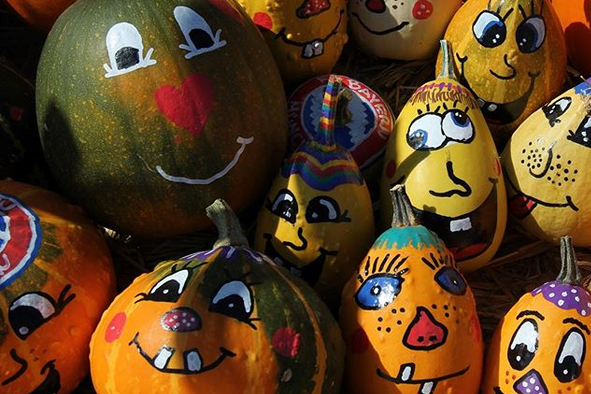 рисунки красками на тыквах для праздника Хэллоуин