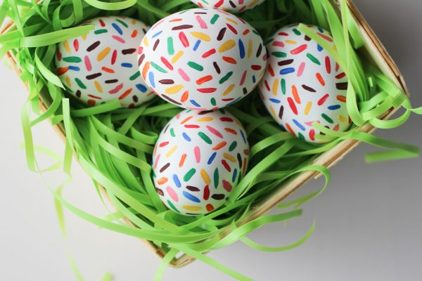 http://www.letsmingleblog.com/diy-sprinkle-easter-eggs/