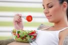 10 продуктов, которые помогут справиться с токсикозом