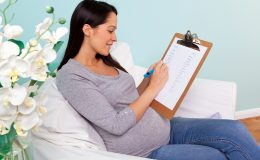 Постельный режим во время беременности: чем заняться дома и не скиснуть от скуки
